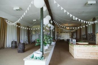 Pratis_barns_wedding_prop_style