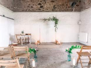 Cowshed_crail_wedding_ceremony_arch