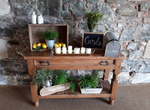 Pratis _barns_wedding_props_styling